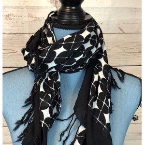 Black/White cotton scarf with Fringe Mizrahi